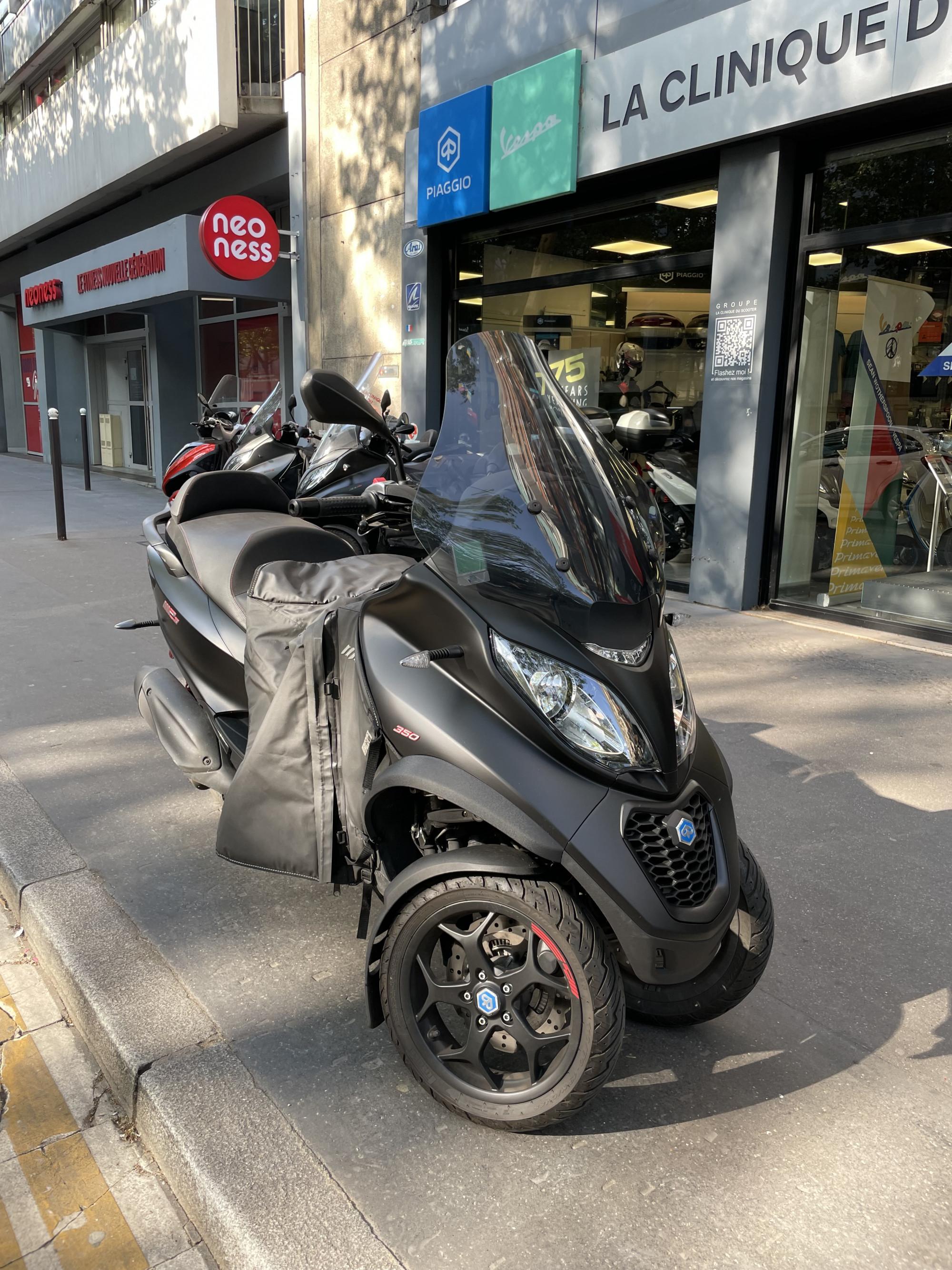 photo de PIAGGIO MP3 350 ABS-ASR 350 occasion de couleur  en vente �  Paris 14
