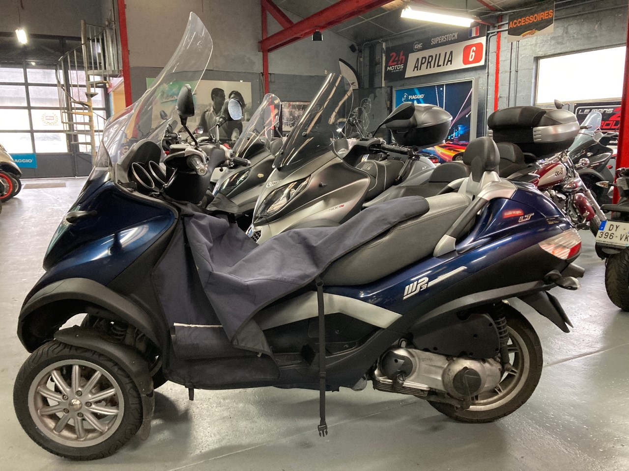 photo de PIAGGIO MP3 250 LT 250 occasion de couleur  en vente �  Le Mans