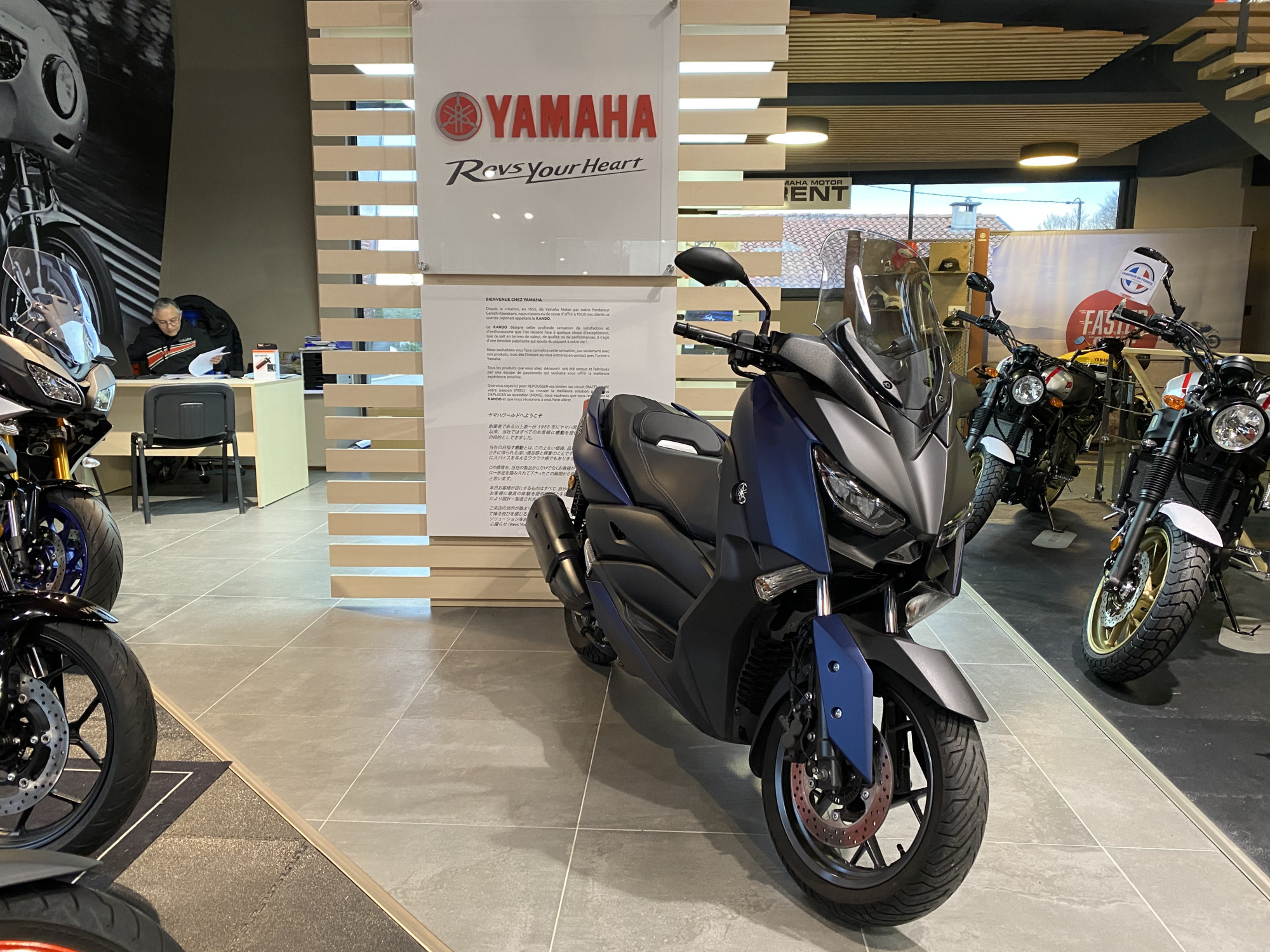 photo de YAMAHA X-MAX 300 ABS 300 occasion de couleur  en vente �  Anglet