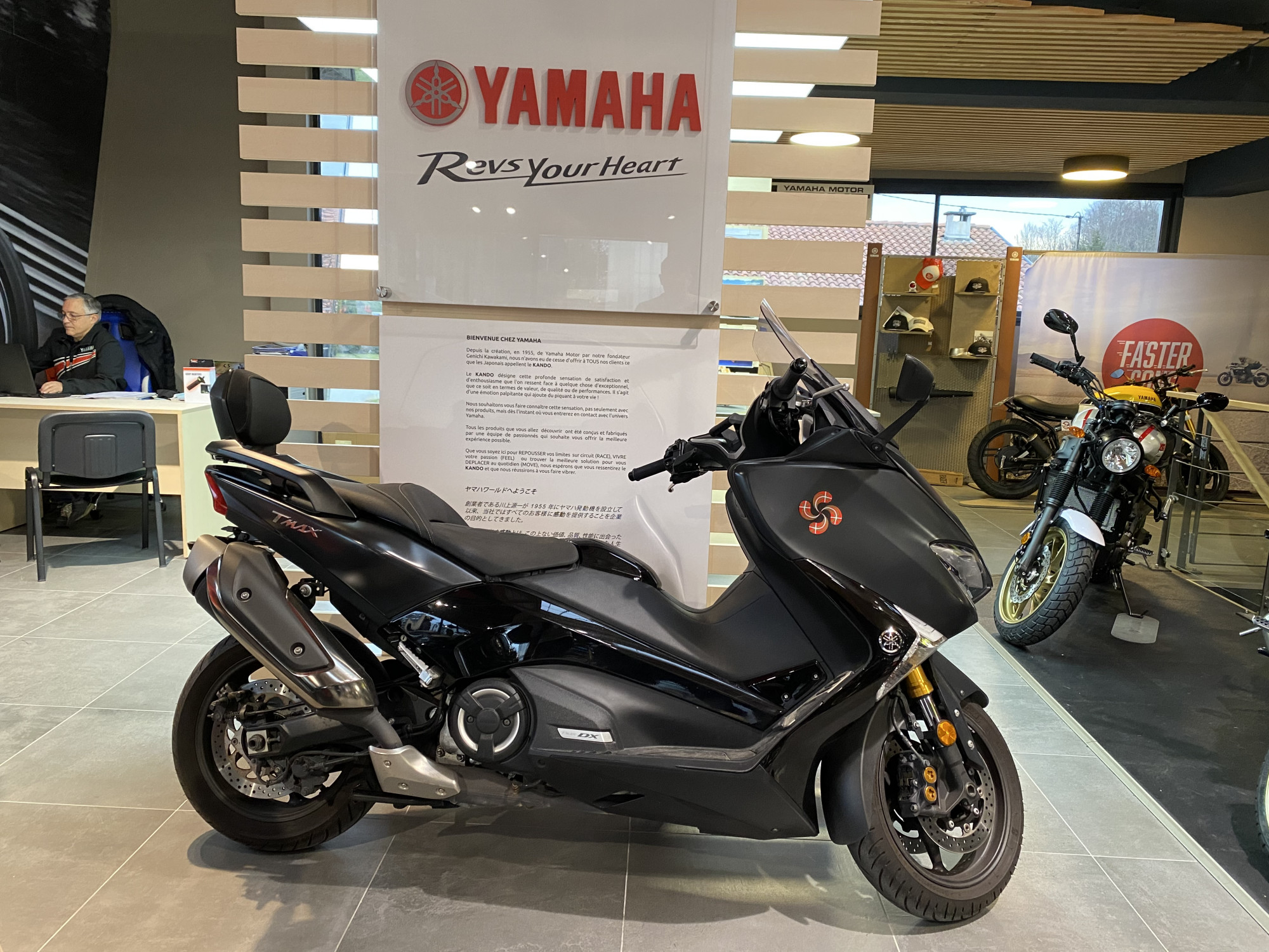 photo de YAMAHA TMAX 530 DX 530 occasion de couleur  en vente �  Anglet